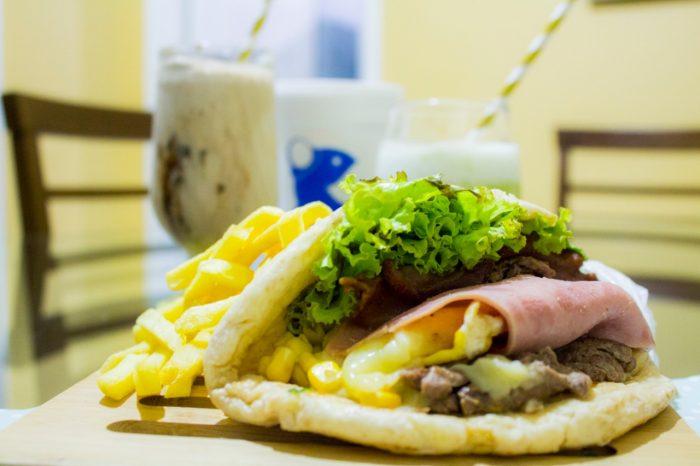 Tem sanduiche grátis e R$0,20 de troco na Black Friday do Azilados